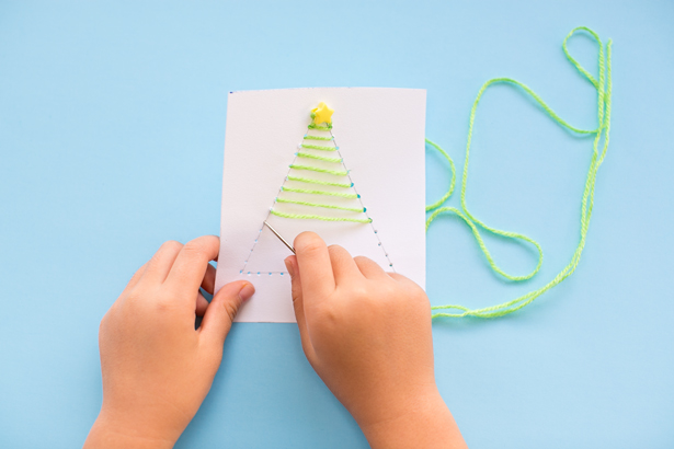 10-diy-string-art-christmas-cards-kids-can-make