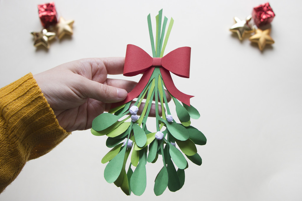 9-Christmas-Mistletoe-DIY_by_utensils0-1024x683